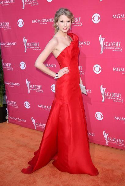 ¡Esa de rojo...!, la cantante fue una de las más guapas en...