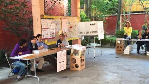 Una casilla a la espera de votantes en la delegación Coyoac&aacut...