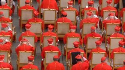 El número máximo de cardenales que participan en el Cónclave para elegir...