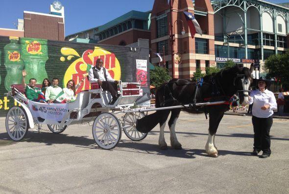 Como debe ser, la carroza iba tirada por un caballo.