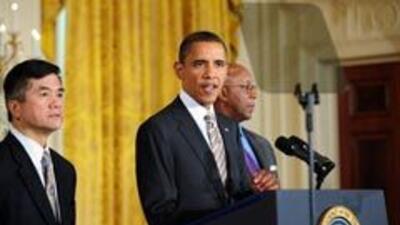 """Obama firma ley que promueve productos """"Hechos en EU"""" c20f574608334182ac..."""