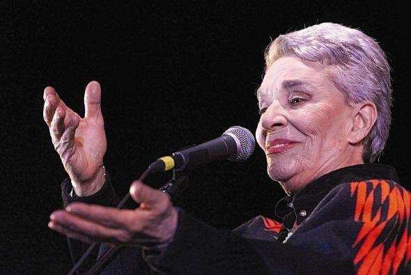5 de agosto. Chavela Vargas, 86 años de edad. Cantante mexicana que desa...