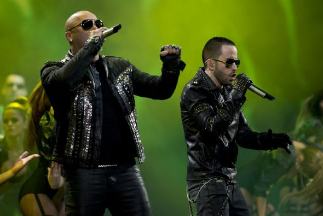 'Algo me Gusta de Ti' de Wisin y Yandel, al lado de Chris Brown y T-Pain...