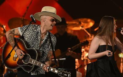 Jesse & Joy adelantan detalles de su nueva canción en la alfombra magent...
