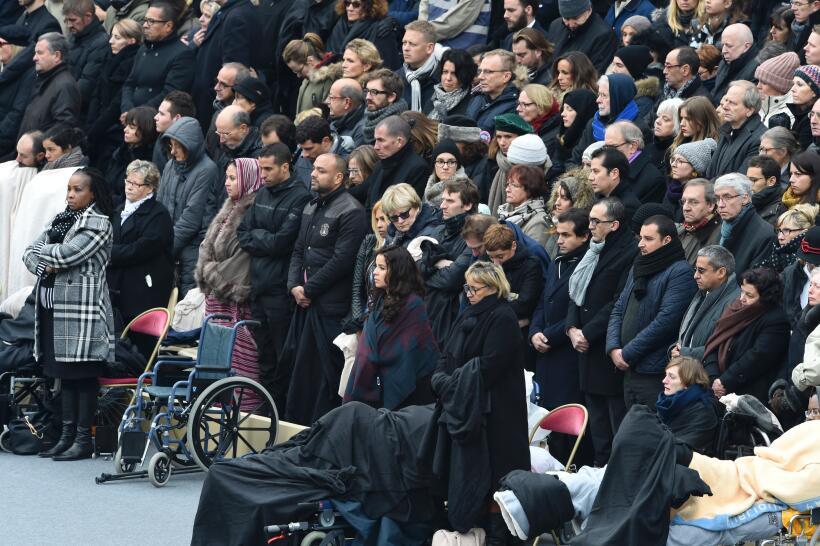 Homenaje oficial a las víctimas de los ataques terroristas en París
