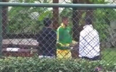 Primeras imágenes de Neymar después de su lesión