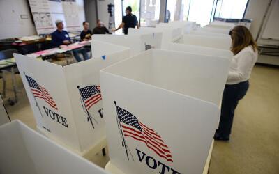 Centro de votación en Manhattan Beach, California (2014).