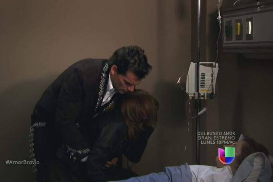 Camila no puede contener tanto dolor, tanta rabia.