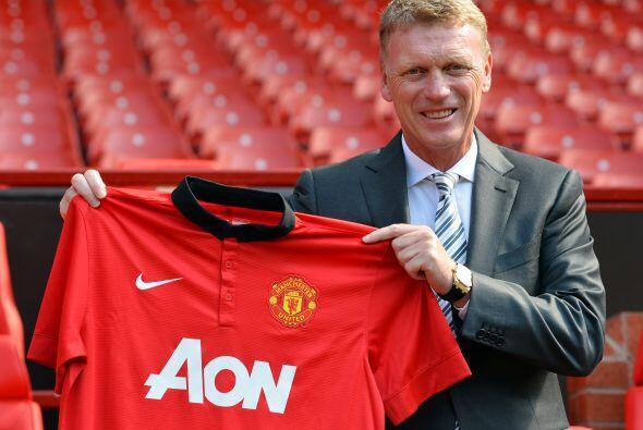 Y por último, David Moyes sustituye al legendario Sir Alex Ferguson al f...