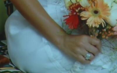 Captado en cámara: un hombre se roba el anillo de compromiso de la admin...