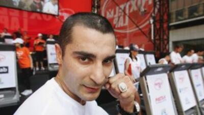 Vic Darchinyan probará suerte en la lucha de la MMA.