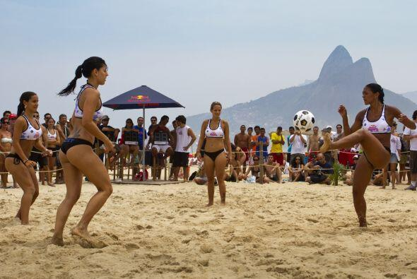 'Altinha' se originó en la famosa playa de Ipanema, a solamente veinte m...