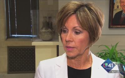 Sculley demanda a Asociación de Policías