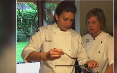Joven hispana se gana beca para hacerse chef de cocina en Francia
