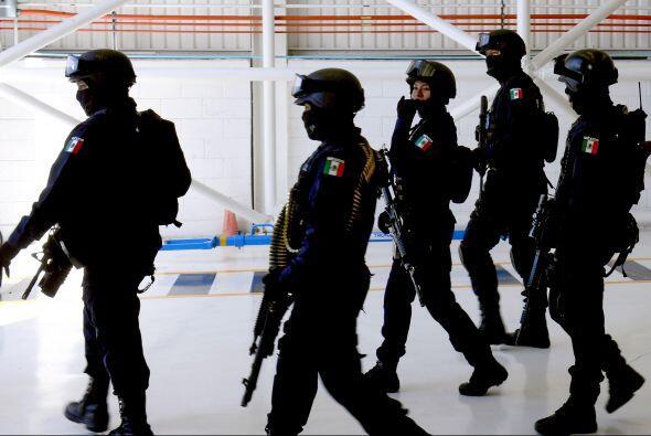 El mismo día, la Policía Federal envió a Morelia 60...