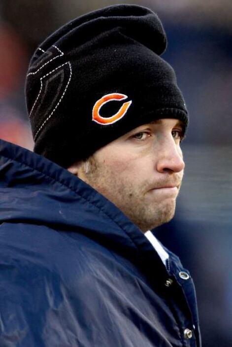 Debido a una lesión, el quarterback de los Bears, Jay Cutler tuvo que ab...
