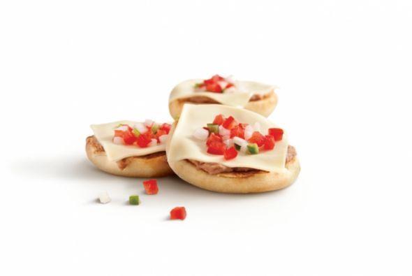 México - McMollette: muffins inglés, frejoles refritos, queso y salsa. F...