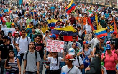 Marchas en distintos puntos de Caracas mantienen paralizada gran parte d...