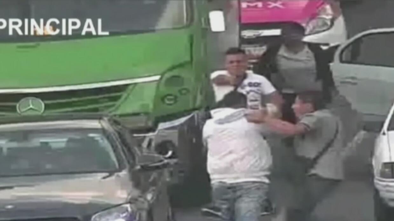 Policías sin uniforme sorprenden a un ladrón y frustran su intento de at...