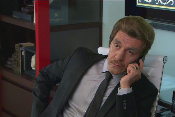 Después habló el Jefe y le dijo que aunque no podía ausentarse del hotel...
