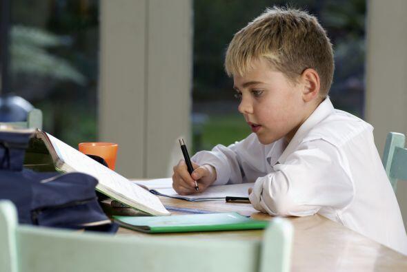 Si el propósito de la tarea escolar es que su hijo la haga solo,...