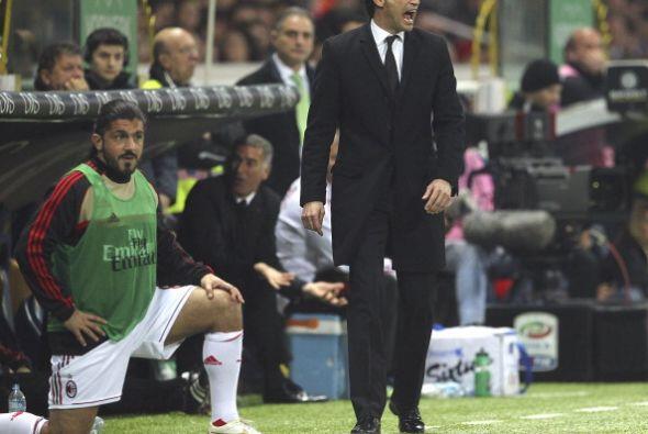 Gattuso, que hacía bastante tiempo que no jugaba, comenzó a calentar.