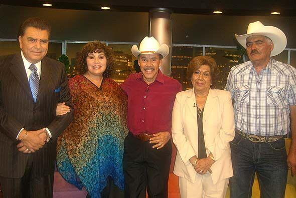 Don Francisco recibió a los padres de los famosos, quienes han levantado...