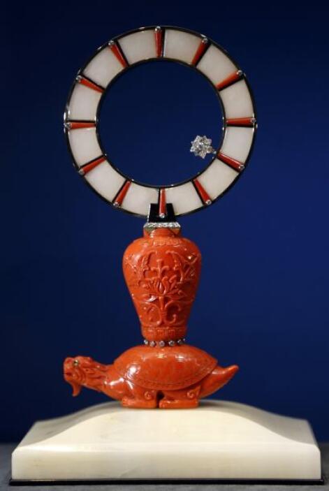 El siguiente es otro reloj con forma de tortuga que fue diseñado en 1943.