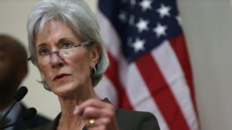 Kathleen Sebelius, quien impulsó el Obamacare durante su gestión, anunci...