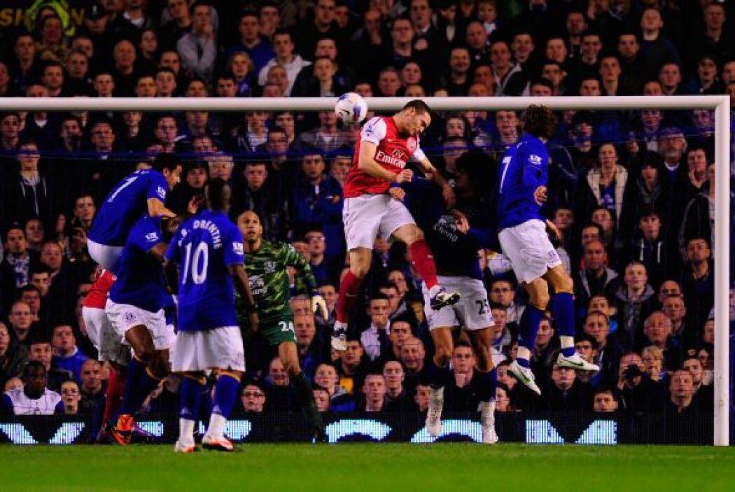 Apenas al minuto ocho se abría el marcador con un gol marcado de cabeza...
