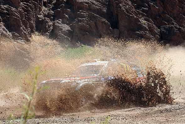 El francés Stephane Peterhansel desparramó barro con su BMW X3.