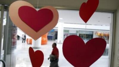 Detalle de corazones colgantes en Caracas (Venezuela).