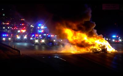 La camioneta recreacional se incendió luego de que las autoridade...