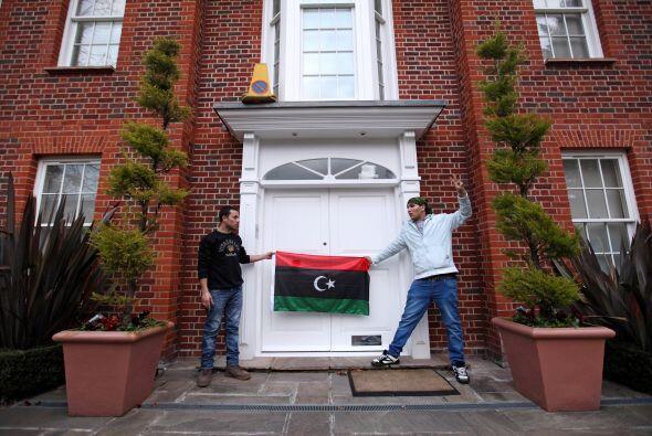 Según Daily Mail, se cree que los activos de la familia Gadafi, sólo en...