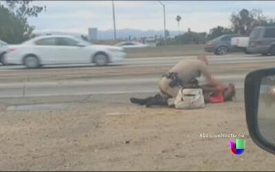 Polémica por la golpiza de un oficial a una mujer en California
