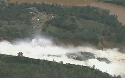 Para tranquilidad de los residentes, el nivel del agua en la represa de...