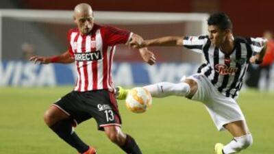 Estudiantes consiguió una victoria importante ante el equipo paraguayo.