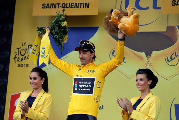 El suizo Fabian Cancellara (RadioShack) pudo conservar el maillot amaril...