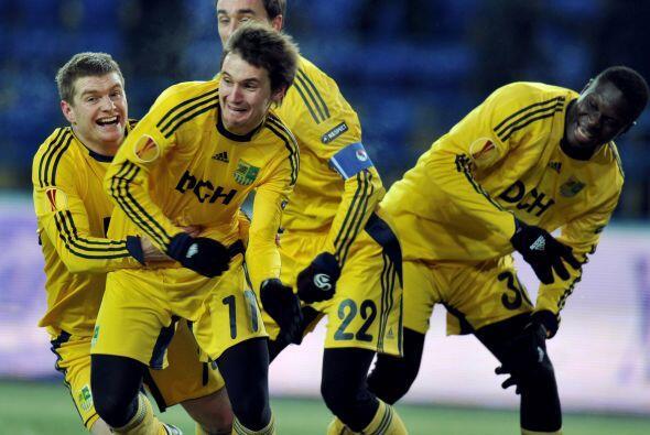 El Metalist se impuso por 2-1 y también avanzó junto con el PSV.