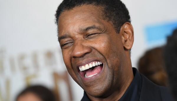 Denzel Washington se vestirá por primera vez de vaquero