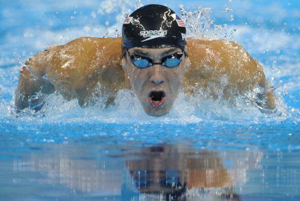 Las semifinales de los 200 metros mariposa también se llevaron a cabo, d...