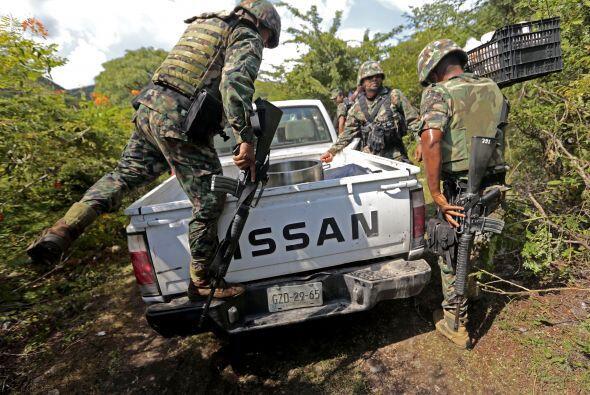 Infantes de marina mexicanos llegaron al sitio donde se encontró una fos...