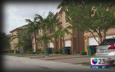 Dueños de casas reciben posible tasa de impuesto