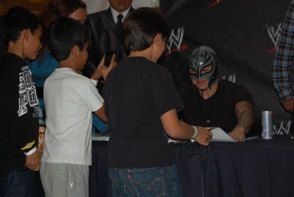El luchador de SmackDown se mostró agradecido y sonriente con tod...