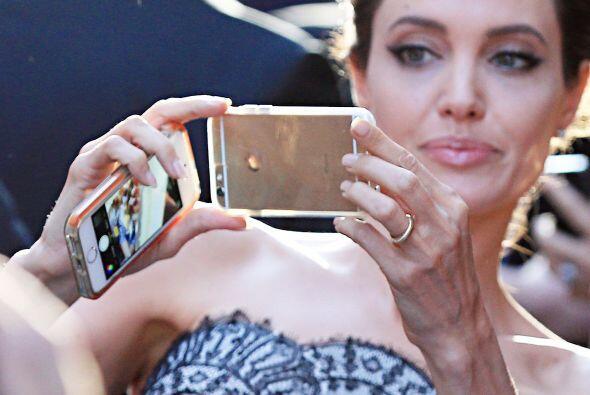 Angelina no dudó en compartir su look y lo bella que lució durante el ev...