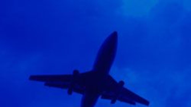 Un aeroplano aterrizó de emergencia en una carretera cercana a Sacrament...