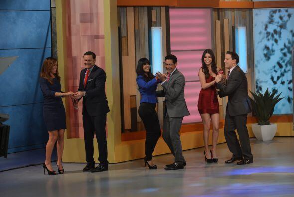 El baile le apasiona y más en brazos de mami y Raúl González.