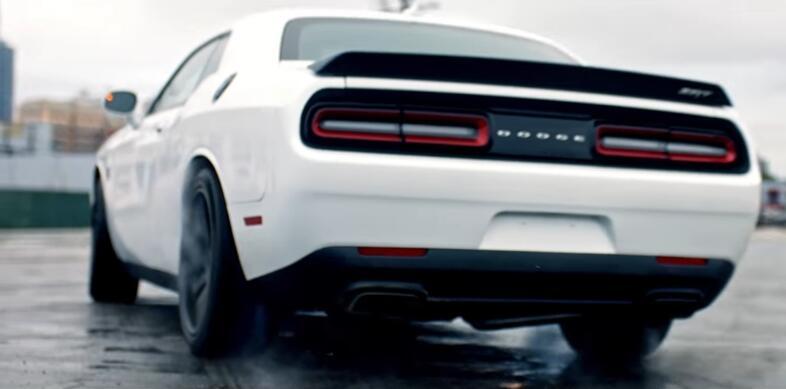 Otra de las apariciones es este espectacular Dodge Demon SRT, que tambié...