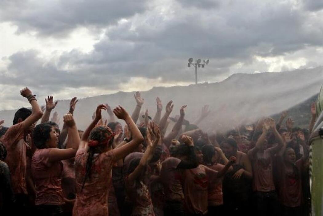 Los participantes se congregaron en el estadio de fútbol de Sutamarchán...