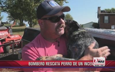 Bombero rescata a perro de un incendio